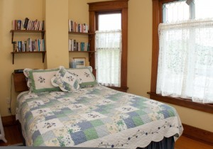 Oleary's B&B | Room 2 | Bright Queen Room